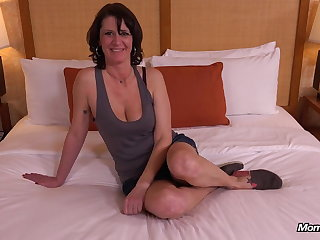 Perfect Unaffected Bristols MILF Eager to Fuck
