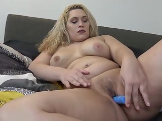 Super curvy tgirl toying her gash