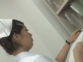 fundoshi clinic上半身は白衣下半身はふんどし
