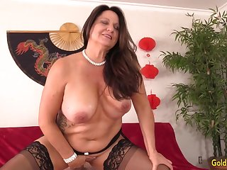 Curvy Older Brunette Woman Leylani Wood Mounts a Hard Cock