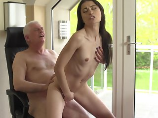 Doggystyle and vicar position fucking for babe Roxy Sky