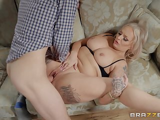 Big ass mama eats cock first thing in a difficulty morning