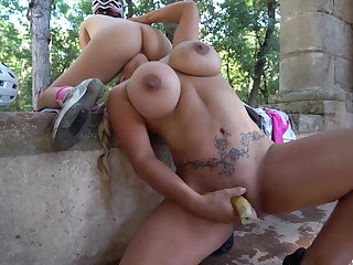 Mommy increased by daughter squirting in hammer away woods